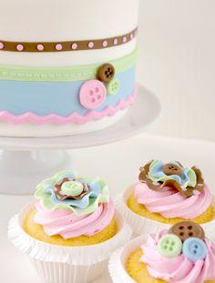 Cupcakes de botones, ideales para una fiesta Lalaloopsy.