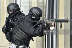 France police using SG 551