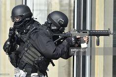 France police using SG 551