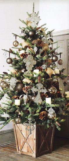 Country Christmas Decorations Christmas Tree Base, Beautiful Christmas Trees, Christmas In July, Country Christmas, Christmas Home, Vintage Christmas, Christmas Wreaths, Christmas Crafts, White Christmas