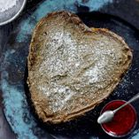 Frusen chokladmoussetårta - Recept http://www.dansukker.se/se/recept/frusen-chokladmoussetaarta.aspx #choklad #cake #mousse