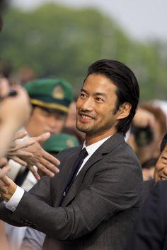 竹野内 豊 Attractive Men, Actors & Actresses, Men's Fashion, Hair Cuts, Husband, Singer, Japanese, Guys, Couple Photos