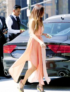 Vanessa Hudgens Steps Out for Beverly Hills Meeting: Photo Vanessa Hudgens steps out in a two-toned peach colored dress while heading to an office building for a meeting on Thursday afternoon (September in Beverly Hills,… Love Fashion, Fashion Models, Fashion Beauty, Womens Fashion, Fall Fashion, Vanessa Hudgens, Peach Maxi Dresses, Summer Dresses, Classy Outfits