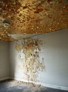 gold foil on the ceiling. not sure if i would ever do this but it's a cool creative idea.