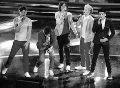 One Direction} Louis, Liam, Harry, Niall and Zayn<3