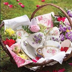 Tea anyone? Sit out on a blanket under a tree on a beautiful spring day sipping your favorite tea  (: @victoriamagazine) . . . . #springtime #spring #springflowers #flower #flowers #love #outdoor #outdoors #bliss #tea #teatime
