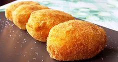 Oggi vi presento la mia personale versione delle famose crocchette di patate, ricetta di friggitoria classica della cucina campana e siciliana. La mia versione prevede un cuore di friarielli e mozzarella. Una vera delizia!