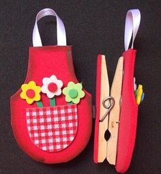 Marmelos e Cia: Dia das Mães Foam Crafts, Diy And Crafts, Crafts For Kids, Arts And Crafts, Jw Gifts, Clothes Pegs, Sewing Aprons, Fathers Day Crafts, Mom Day