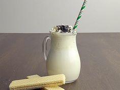 Für einen Vanille-Frappuccino braucht es nur wenig Zutaten und Handgriffe. Das einfache Rezept zur cremigen Erfrischung gibt es hier.