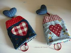 Me encanta coser y sobre todo compartir lo que hago con otras personas que, aunq. I love to sew and above all to share what I do with other people who, although they live in very distant places, hav Cute Sewing Projects, Sewing Crafts, Hobbies And Crafts, Crafts To Make, Key Diy, Key Pouch, Key Covers, Creation Couture, Patchwork Bags