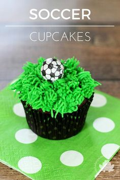Soccer Cupcakes for a crowd. Perfect for birthdays, snacks, end of year tournament, last day of school! Sports fans will love them!