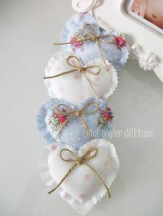 Small heart sachet with bow Lavender Bags, Lavender Sachets, Valentine Crafts, Christmas Crafts, Valentines, Valentine Decorations, Valentine Heart, Sewing Crafts, Sewing Projects