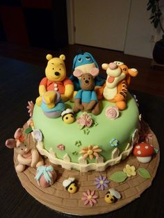 This Winnie the Pooh cake would be perfect for a young child's birthday party. Although, I wouldn't mind it for my next birthday either!