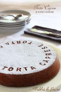 Un grande classico della pasticceria, la Torta Caprese nella versione di Iginio Massari, che ha saputo plasmare questo dolce con la sua maestria indiscussa