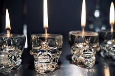 Luxirare Candlelight - Luxirare's 'Candlelight' post introduces a funky DIY concept. The skull-bound lamp is perfect for Halloween and can also be used . Skull Shot Glass, Skull Candle, Gothic Home Decor, Crystal Skull, Shot Glasses, Skull And Bones, Oil Lamps, Halloween Decorations, Diy Halloween