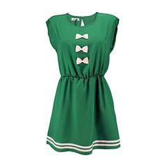 Schö;nes, luftiges Kleid mit einem taillierten Schnitt, der die Vorteile Deiner Figur zur Geltung bringt. Die Zierschleifen auf der Front garantieren Dir neugierige Blicke! Original von Kling aus Spanien.