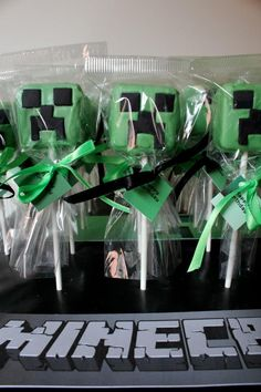 Minecraft cake pops, awesome.