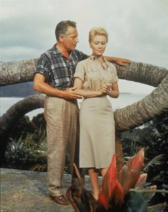 Mitzi Gaynor and Rosanno Brazzi in the 1958 movie production of South Pacific Hollywood Actor, Classic Hollywood, Hollywood Actresses, South Pacific Movie, Z Movie, Mitzi Gaynor, Some Enchanted Evening, Musical Film, Musical Theatre