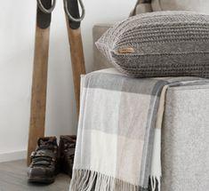DIY   Strickkissen im rustikalen Alpenchic Diy And Crafts, Anstatt, Homemade, Blanket, Knitting, Tricot, Sweater Pillow, Hand Knit Blanket, Rustic Pillows