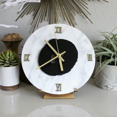 Experimenting with a faux Carrara marble overlay on wood with Black agate and I love it! Large Desk Clock, could also be modified into a wall clock, just let us know!! 😍
