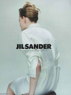 Guinevere van Seenus photographed by Craig McDean for the Jil Sander Spring 1996 advertising campaign. - book title page idea Foto Fashion, 90s Fashion, Fashion Brands, Vintage Fashion, Office Fashion, Paris Fashion, Spring Fashion, Jil Sander, Fashion Advertising