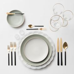 Signature Collection Chargers + Heath Ceramics in Mist/Opaque White + Axel Flatware in 24k Gold/Matte Black finish + Gold Rimmed Stemware + Antique Crystal Salt Cellars | Casa de Perrin Design Presentation