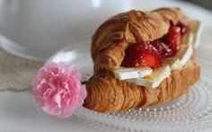 Täytetyt croissantit / Filled croissants by Köökistä Kajahtaa (http://kookistakajahtaa.blogspot.fi/).