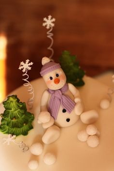 Gumpaste snowman by Andrea's SweetCakes, via Flickr
