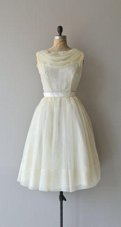 https://www.etsy.com/fr/listing/198866337/tenter-la-destins-vintage-annees-50-robe?ref=shop_home_active_17
