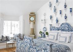 Blue and White porcelain in VERANDA. Interior Design by Carolyne Roehm.