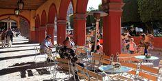 Open air portal along the main garden/plaza in San Miguel de Allende, #Mexico.  (Portales frente al Jardín Principal).  Photo: Ernesto Polo