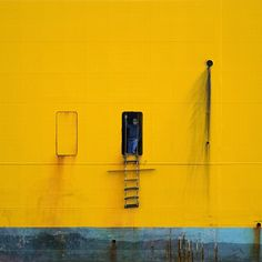 German photographer David Foster Nass found his passion about five years ago when his best. Mellow Yellow, Black N Yellow, Baby Yellow, Color Yellow, Creative Inspiration, Color Inspiration, Yellow Photography, Summer Photography, Urban Photography