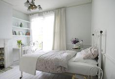 All white bedroom, floral bed linen Guest Bedroom Decor, Guest Bedrooms, Bedroom Ideas, Guest Room, Calm Bedroom, Airy Bedroom, Eclectic Bedrooms, Cottage Bedrooms, Bedroom Inspo