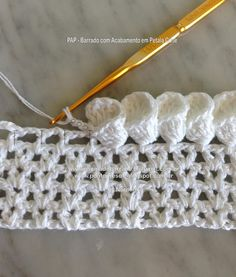 Crochet Child Booties Stunning Crochet Sew that kinds flower petals on the edge. The directions are in Portuguese and wish translation. Crochet Baby Booties Supply : Beautiful Crochet Stitch that forms flower petals at Beau Crochet, Knit Or Crochet, Crochet Crafts, Crochet Projects, Crochet Tutorials, Diy Crafts, Crochet Borders, Crochet Stitches Patterns, Knitting Patterns