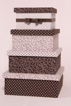 Caixa de madeira forradas de tecido, pode ser feita de qualquer tamanho e formato, com divisorias , mais de um andar, etc.. Homemade Gift Boxes, Fabric Covered Boxes, Decoupage Box, Tea Box, Hat Boxes, Pretty Box, Altered Boxes, Cardboard Crafts, Vintage Box