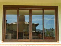 69- Porta janela de correr de madeira com vidro!