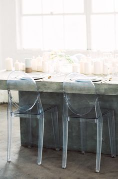 41 Edgy Modern Wedding Ideas You'll Love: transparent chairs and a concrete table for a minimalist tablescape