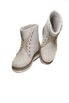 Boot Over The Knee, Felt Boots, Fancy Shoes, Felted Slippers, How To Make Shoes, Felting, Wool Felt, Lana, Shoe Boots