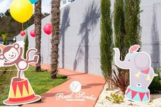 Festa Aniversário | Circo Birthday decorations // party decoration ideas // circus Party Decoration, Birthday Decorations, Symbols, Themed Parties, Ideas, Anniversary Decorations, Icons, Glyphs, Birthday Party Decorations