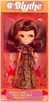 Blythe kenner doll 1972 in Brunette hair color. You could change her eyes with a pull of a drawstring at the back of her head to blue, pink, green and orange. Were only sold for one year in the U.S. #Kenner #Blythe doll only become popular some 30 years later.
