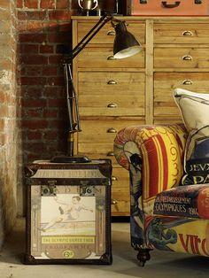 Baú/mala vintage como mesa lateral