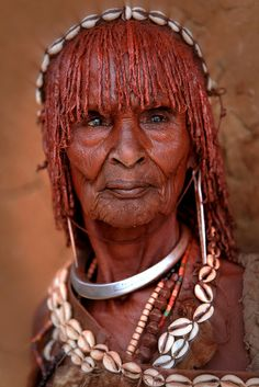 Old Hamar woman, Omo Valley, Ethiopia (photo by Claude Gourlay) Old Faces, Many Faces, We Are The World, People Around The World, Beautiful World, Beautiful People, Foto Art, African Culture, Interesting Faces