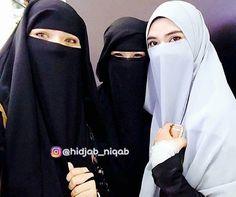 Сестры, ни один хиджаб, ни одна абайя не сделает вас праведными. Ни один даже самый прекрасный никаб не скроет прихоти нафса, болезни сердца и уродства ахляка. Внутренняя культура, стыдливость, глубокий страх перед Господом и ваша речь как выражение этого всего - лучшее покрывало мусульманки. Это станет надежной преградой между вашей прекрасной, чистой душой и убогой, кишащей болезнетворными бациллами фитны, реальности. . . ✔️Подписывайтесь сестры  Ставьте лайки ♥  #hidjab #niqab #jilbab…
