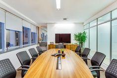Sala de reunião com mesa Oval