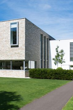 Architecture: Boxxis Architecten Photography: Buonq #Flagstonecompany #Naturalstones #Stonestrips #Home #Exterior #Villa #House #Facade #Facadedesign #Homedesign #Exteriordesign #Villadesign #Housedesign #Homeinspiration #Villainspiration #Walldecoration #Stonewall #Homedecoration #Housedecoration #Modernhome #Luxury #Architecture #Natuurstenen #Steenstrips #Exterieur #Wooninspiratie #Exterieurinspiratie #Landhuis #Wandbekleding #Stenenmuur #Gevel #Gevelstenen #Architect #Huisinspiratie Contemporary Design, Furniture Design, House Design, Dream Houses, Outdoor Decor, Modern, Home Decor, Ideas, Dream Homes