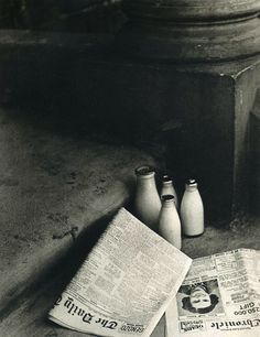 The Morning Papers 1936 Photo: Bill Brandt - black and white Man Ray, Black White Photos, Black And White Photography, Vintage Photography, Street Photography, Modern Photography, Photography Poses, Bill Brandt Photography, Old Photos