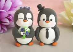 I want this Penguin Cake Topper so bad!  I juest need to find someone to make it for me in my colors....I will have this!