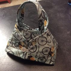Hot iron caddy and doubles as a portable ironing pad. Love the fabric and quick and fun to make. Pattern is Caddy Pad by Sister's Common Thread.