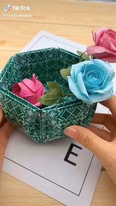 Diy Crafts Hacks, Diy Crafts For Gifts, Creative Crafts, Instruções Origami, Origami And Kirigami, Easy Paper Crafts, Paper Crafts Origami, Playing Card Crafts, Paper Flowers Diy