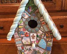 Turquoise bird tile | Etsy Style Édouardien, Mosaic Birds, Broken China, Birdhouses, Turquoise, Etsy, Outdoor Decor, Tiles, Handmade